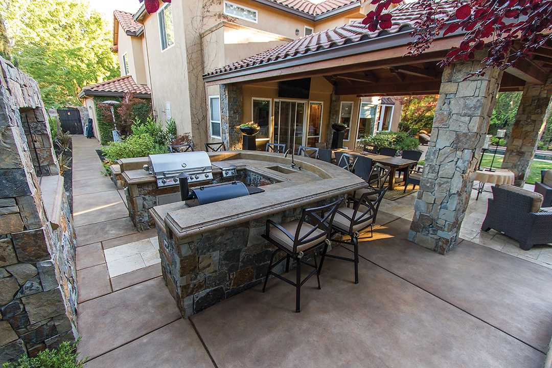 Outdoor Kitchen With Seating Bar